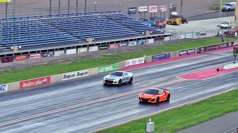 A Chevrolet Camaro ZL1 Takes on the Acura NSX in a Quarter-Mile Drag Races - image 1013971