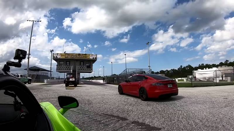 Can The McLaren 765 LT Score An Upset Victory Over The Tesla Model S Plaid On The Drag Strip? - image 1020193