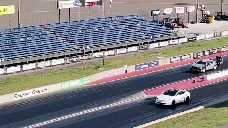 This Drag Race Shows That Your Best Bet Is A Tesla Model S Plaid If You Have A Cop Car On Your Ass! - image 1015057