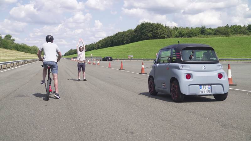 This Is Probably The Slowest Drag Race You Will Ever See! - image 1018539