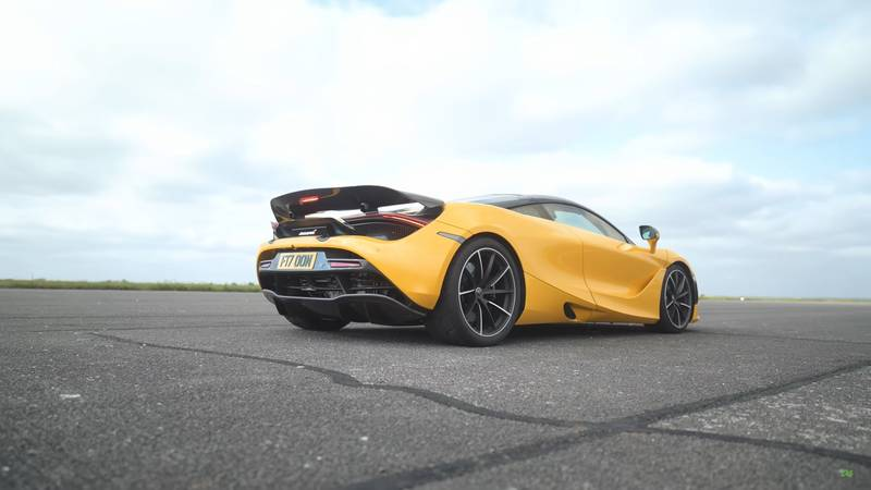 Watch A McLaren 720S Get Spanked By A Kawasaki Superbike And A Porsche 911 Turbo S - image 1019263
