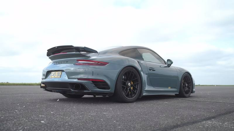 Watch A McLaren 720S Get Spanked By A Kawasaki Superbike And A Porsche 911 Turbo S - image 1020482