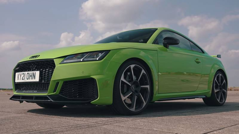 Watch The Lamborghini Urus Fight It Out Against The Audi TT-RS, The Porsche Cayman GT4, and The Volkswagen Golf R - image 1016747