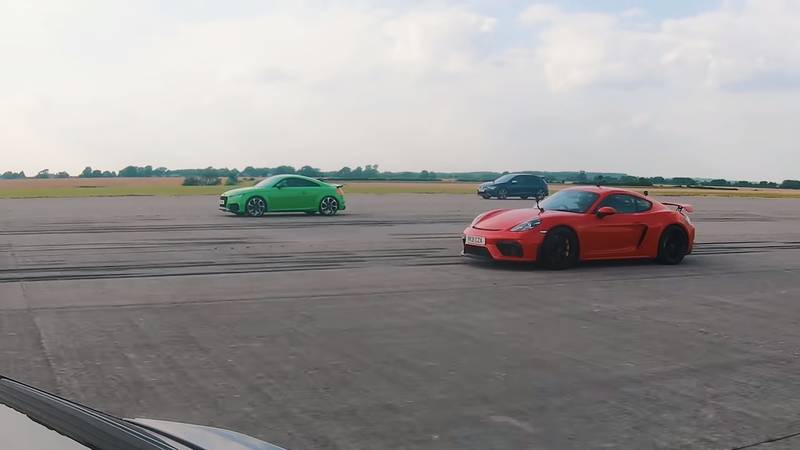 Watch The Lamborghini Urus Fight It Out Against The Audi TT-RS, The Porsche Cayman GT4, and The Volkswagen Golf R - image 1016741