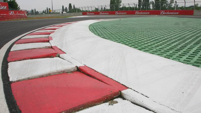 Sausage Curbs in F1: Boon or Bane? - image 1023027
