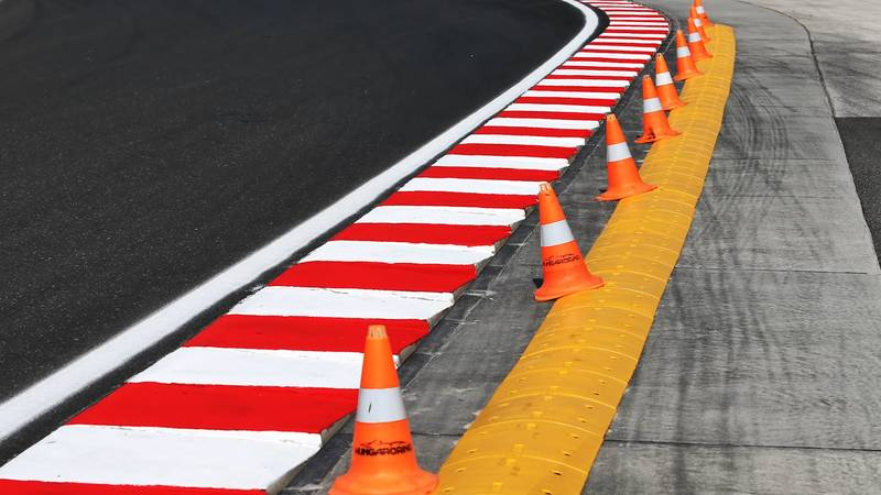 Sausage Curbs in F1: Boon or Bane? - image 1023017