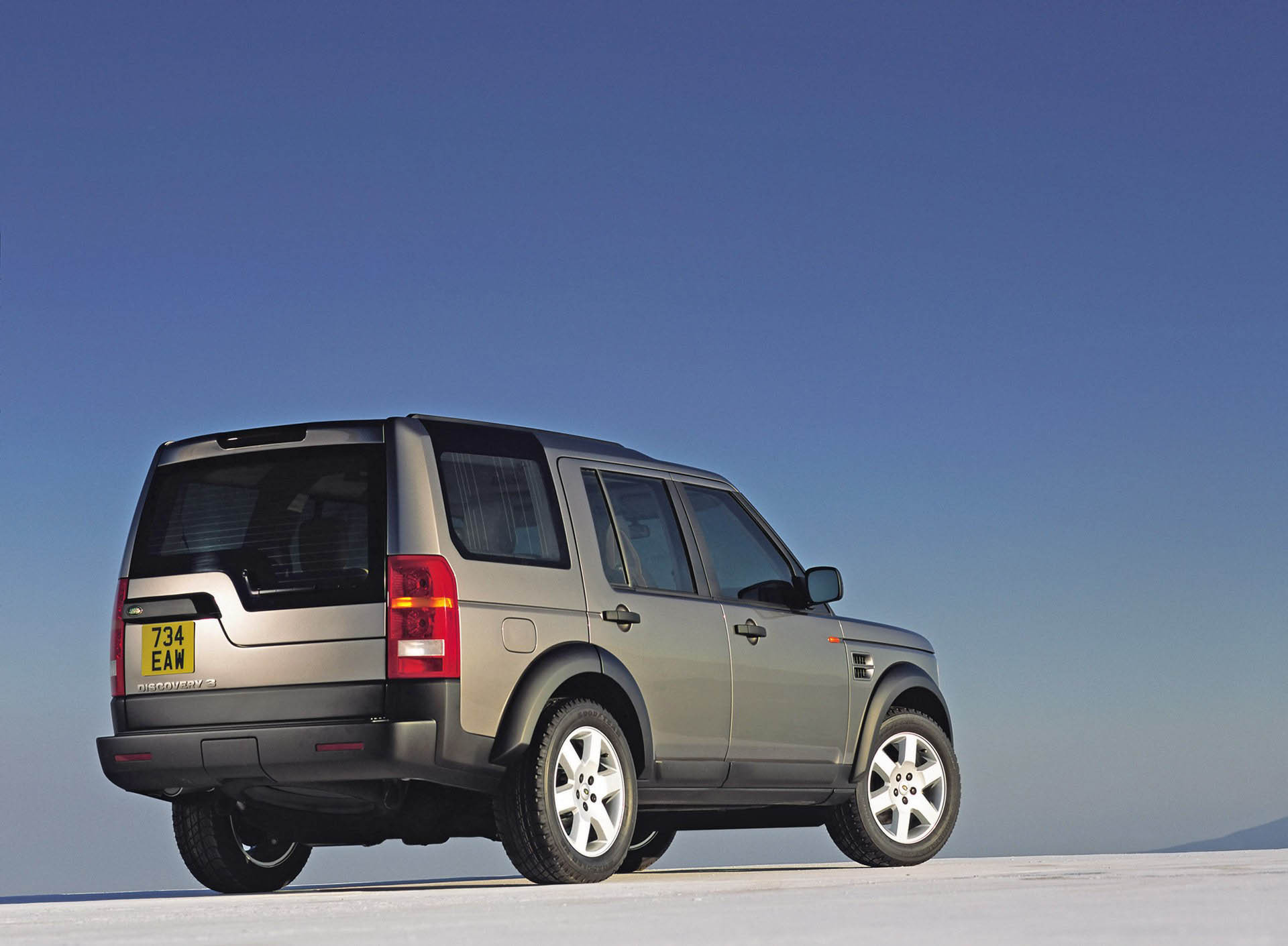 https://pictures.topspeed.com/IMG/jpg/200511/2005-landrover-discovery3-3.jpg