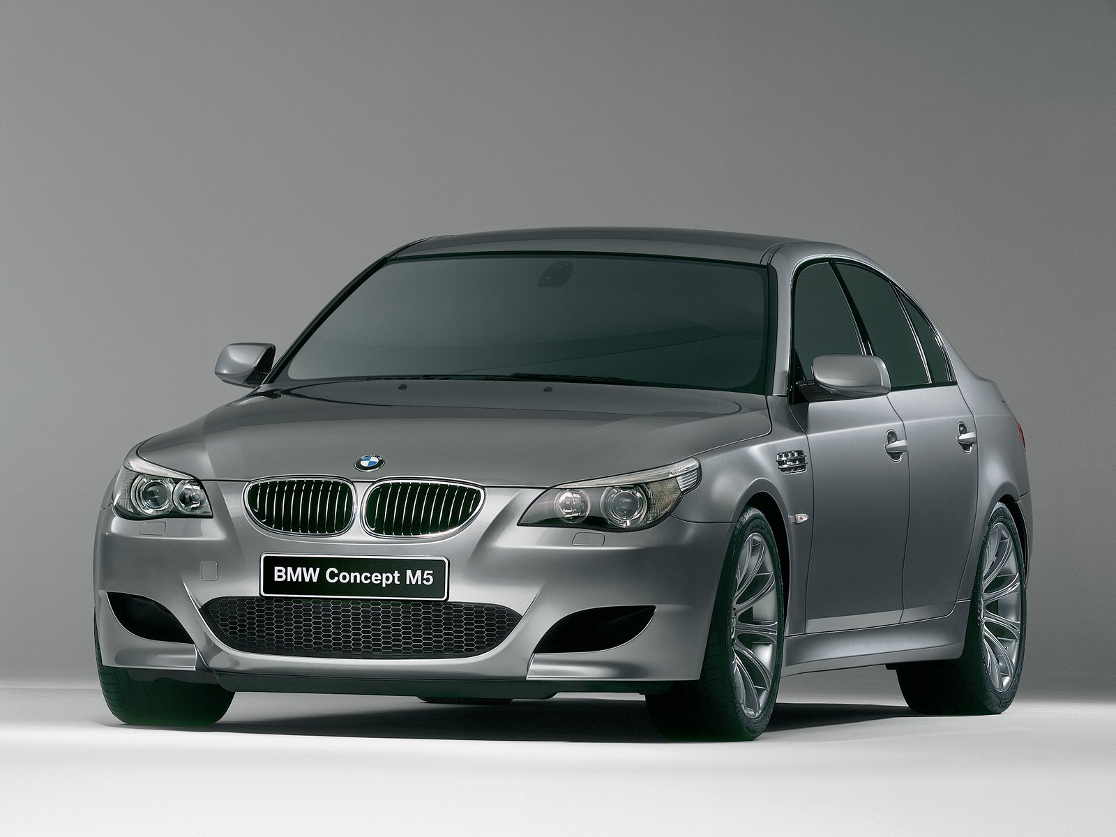 2005 BMW M5 E60 Review - Top Speed