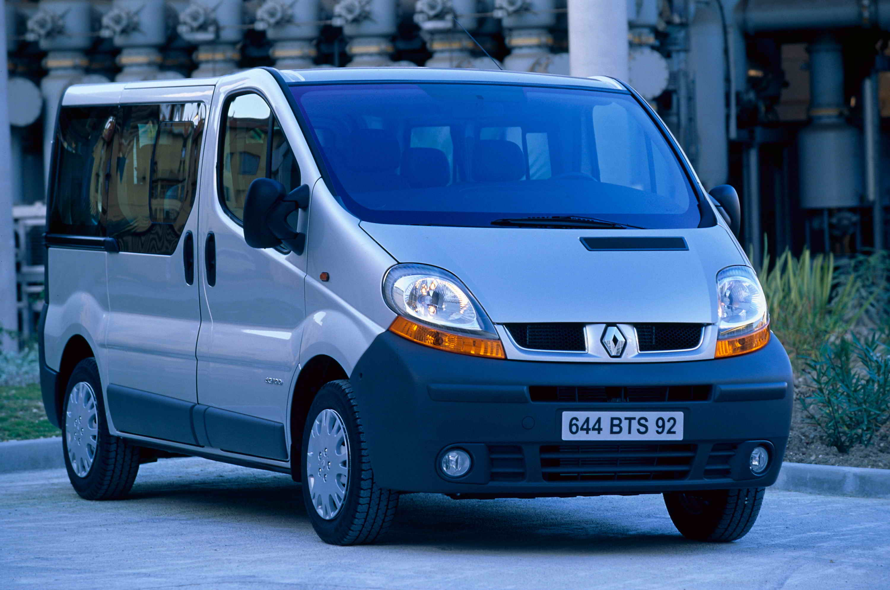 2002 renault trafic review top speed. Black Bedroom Furniture Sets. Home Design Ideas