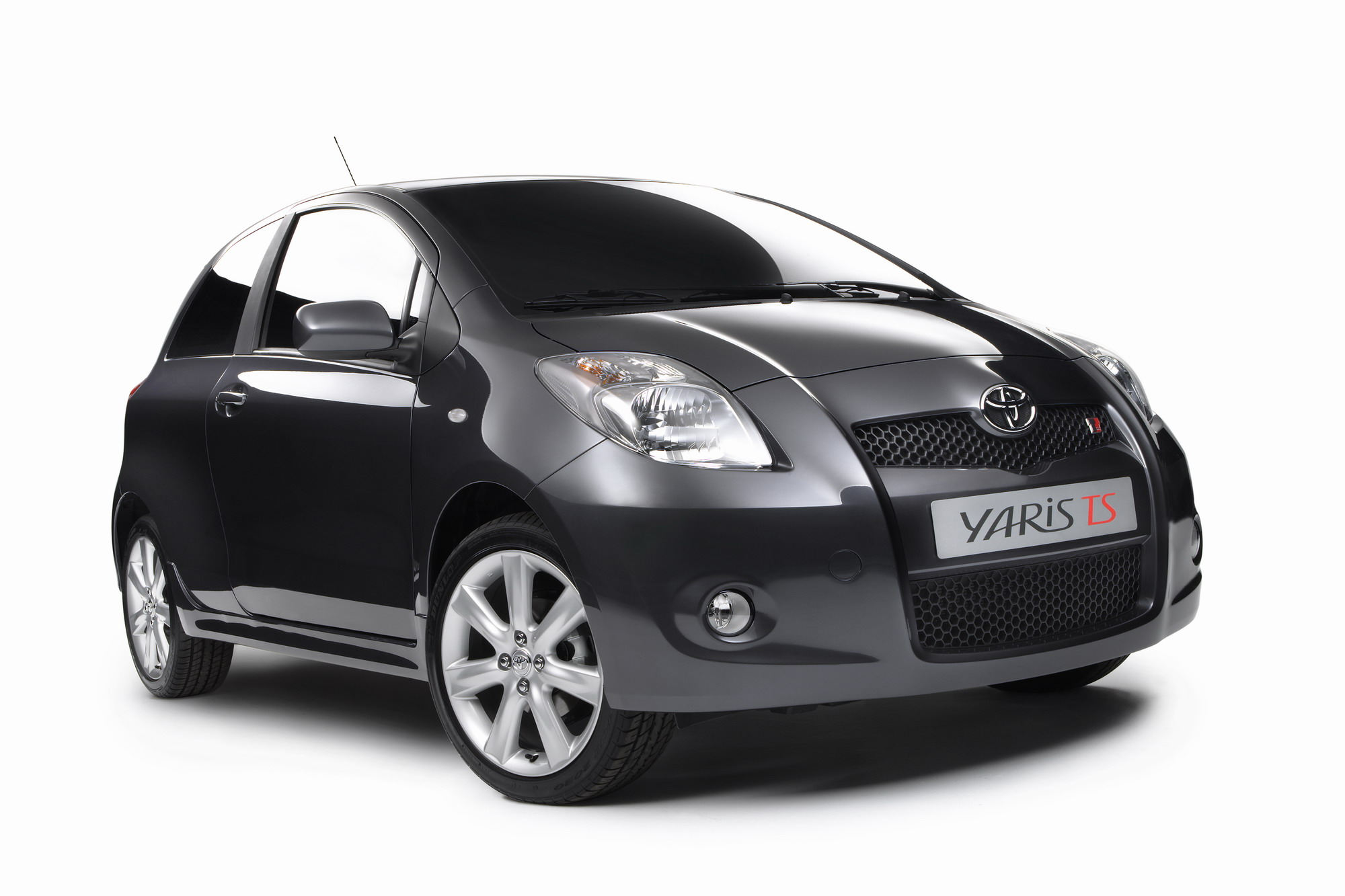 toyota yaris ts to be revealed at paris motor show news. Black Bedroom Furniture Sets. Home Design Ideas