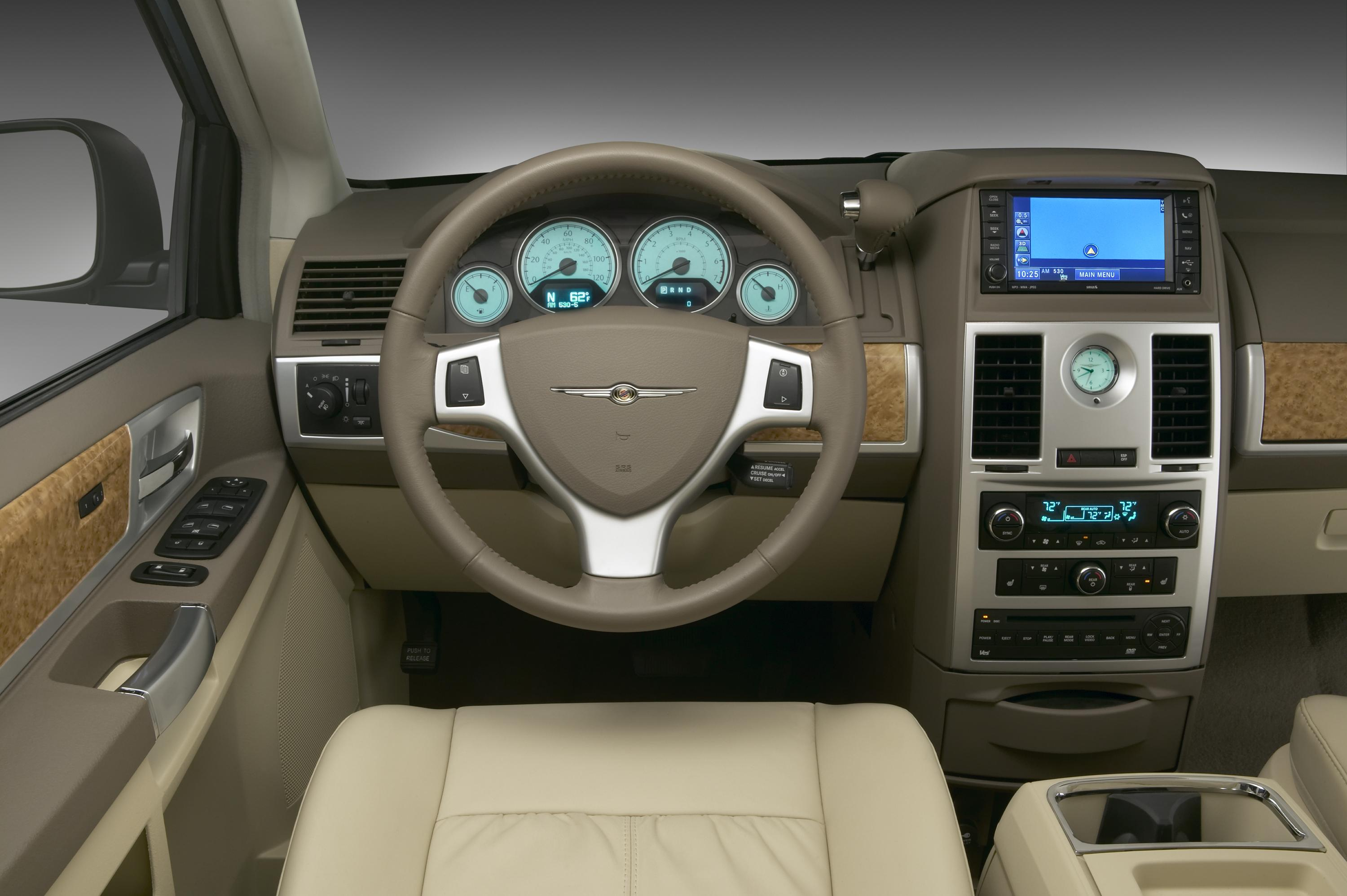 and sale living country for dsc vehicles carsedan chrysler title qatar town