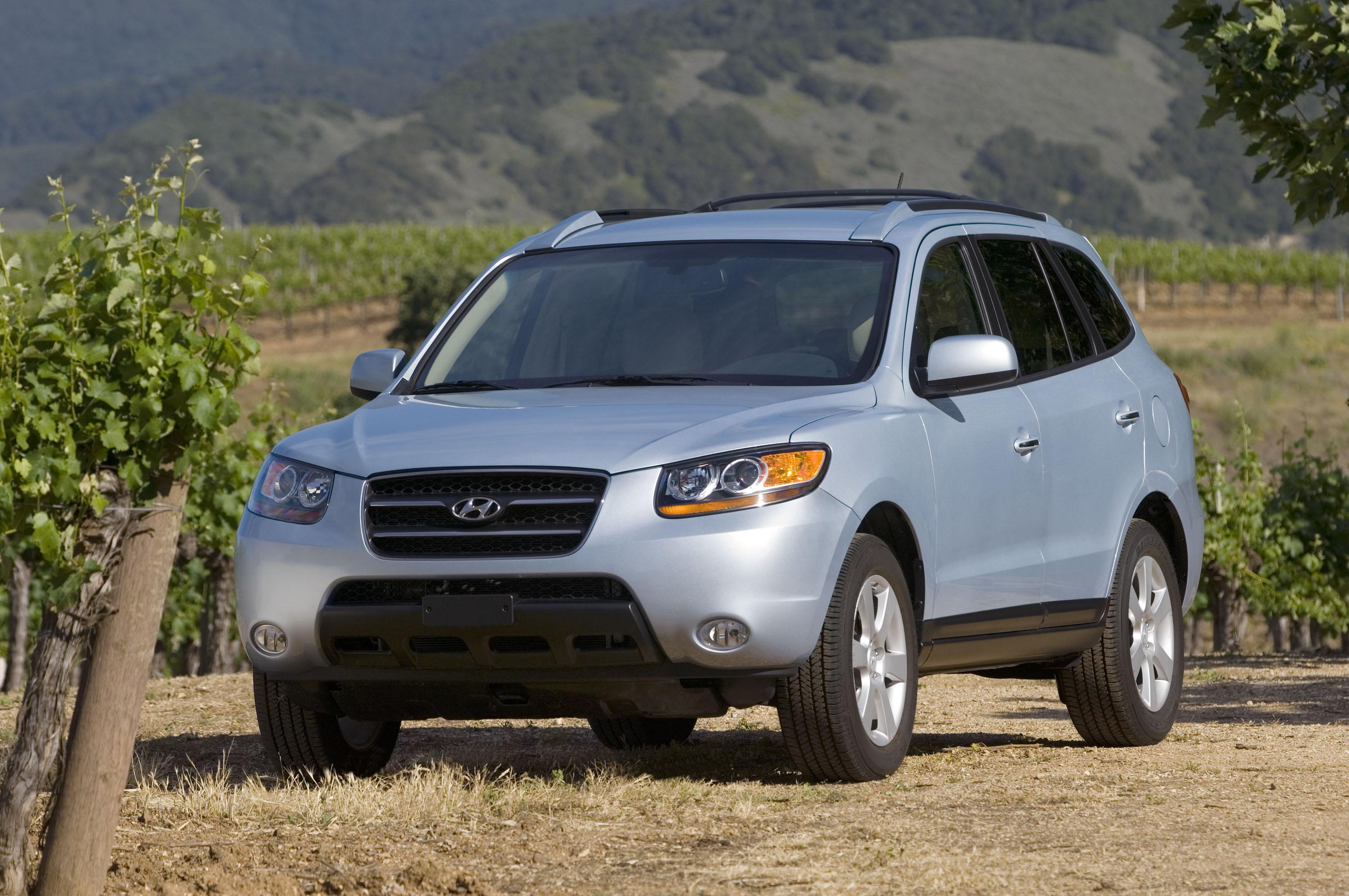 hyundai santa fe ranked among the best small suvs top speed. Black Bedroom Furniture Sets. Home Design Ideas