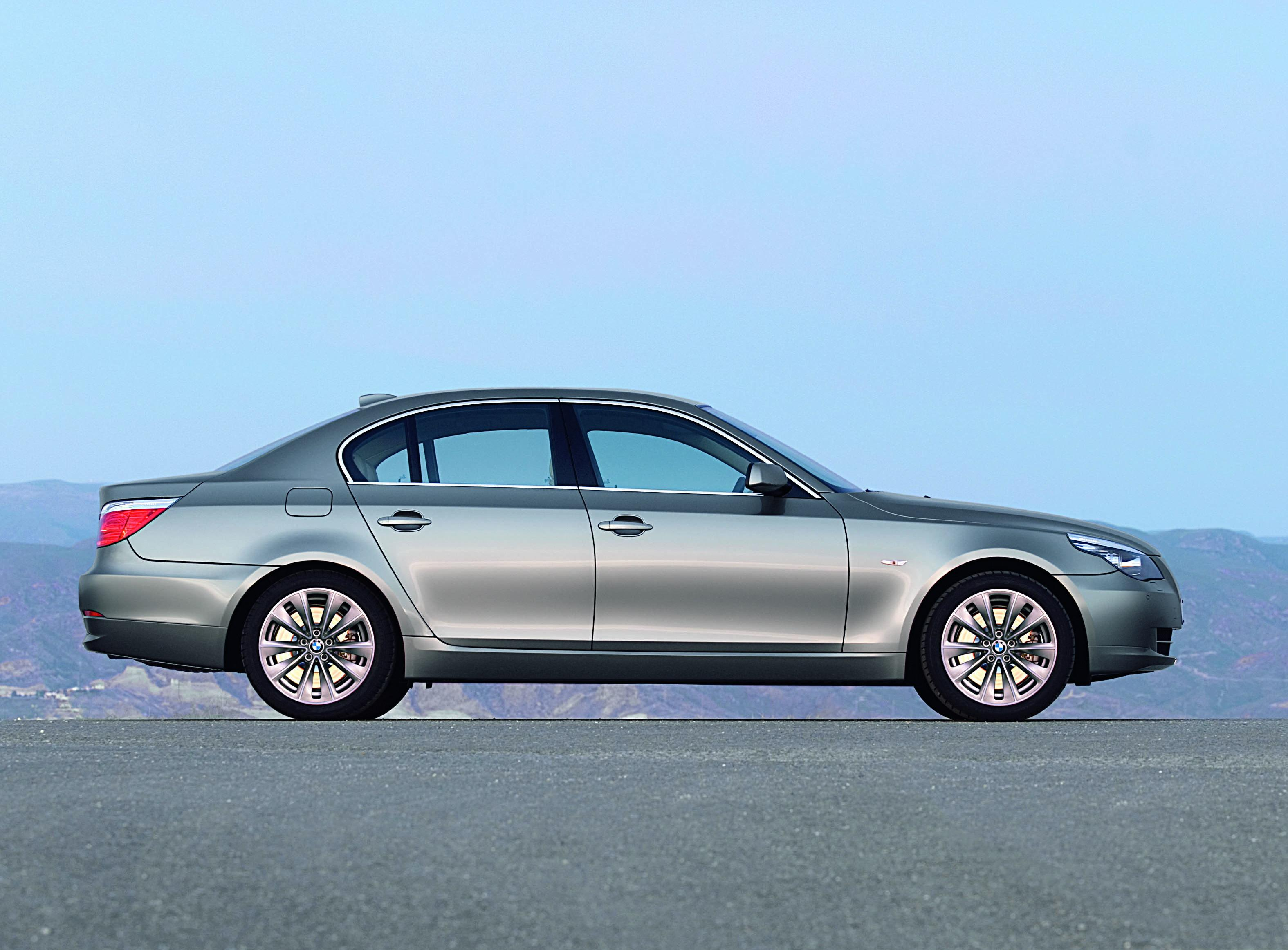 BMW 5 Series: Switching between letters and numbers