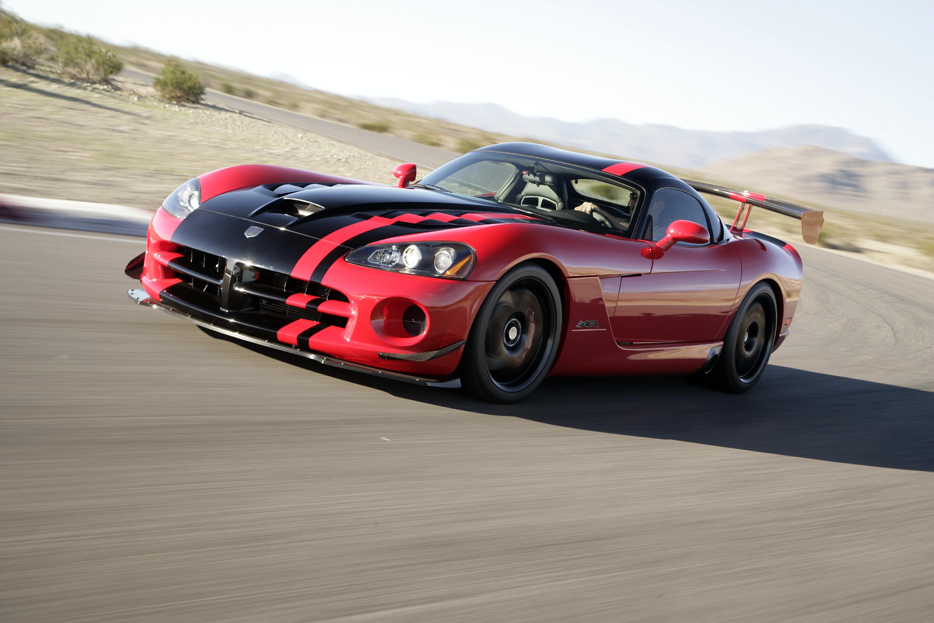 Dodge unveiled the fourth generation viper srt10 acr a the los angeles auto show in 2007 bringing what would essentially be the last model presented before
