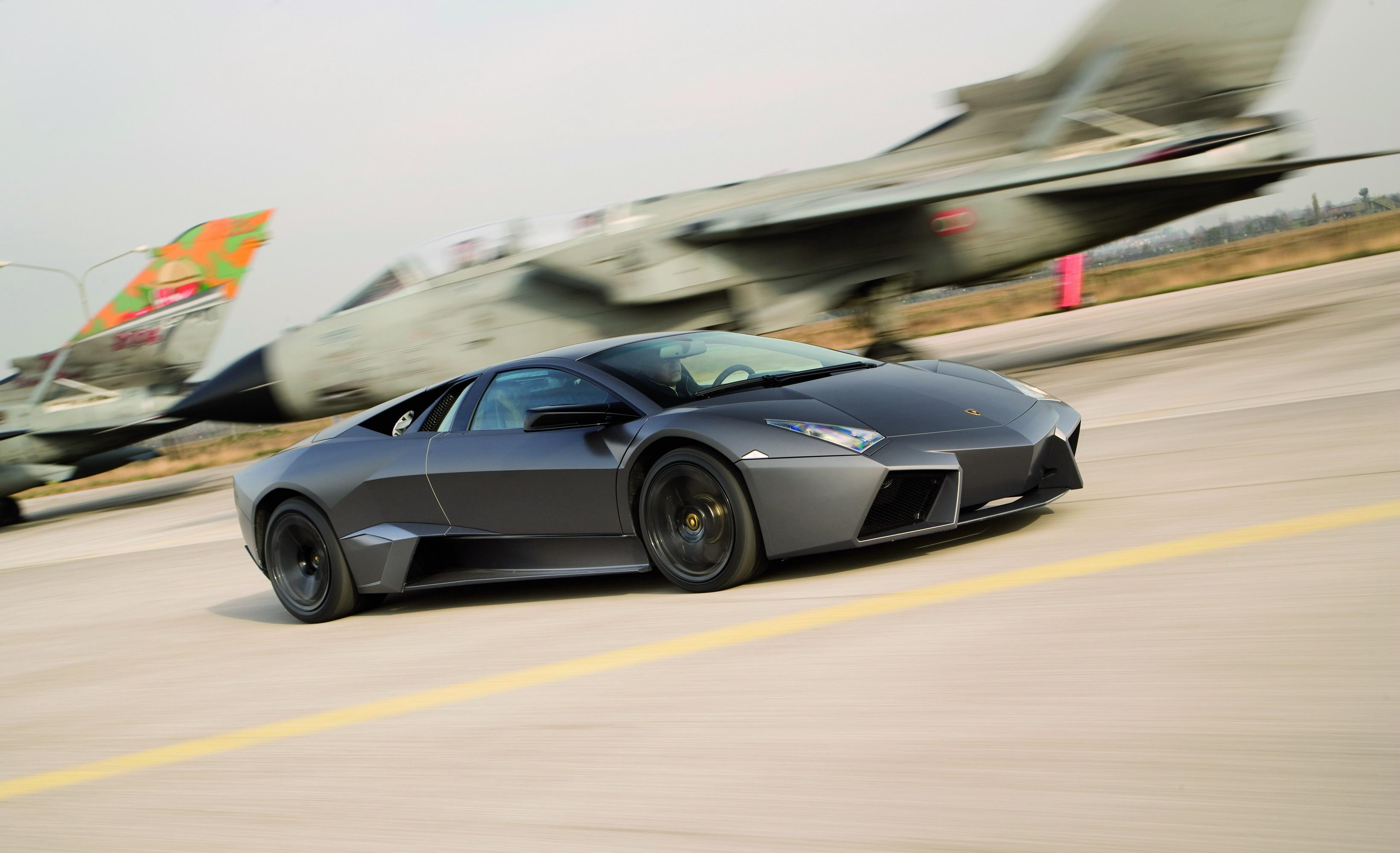 lamborghini reventon vs fighter jet news gallery top speed. Black Bedroom Furniture Sets. Home Design Ideas