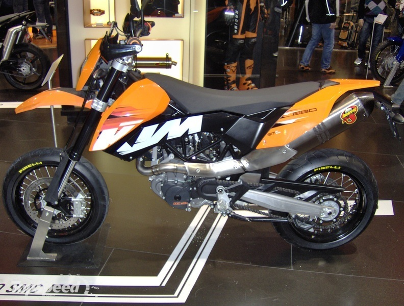 super elite bike ktm 690 smc. Black Bedroom Furniture Sets. Home Design Ideas