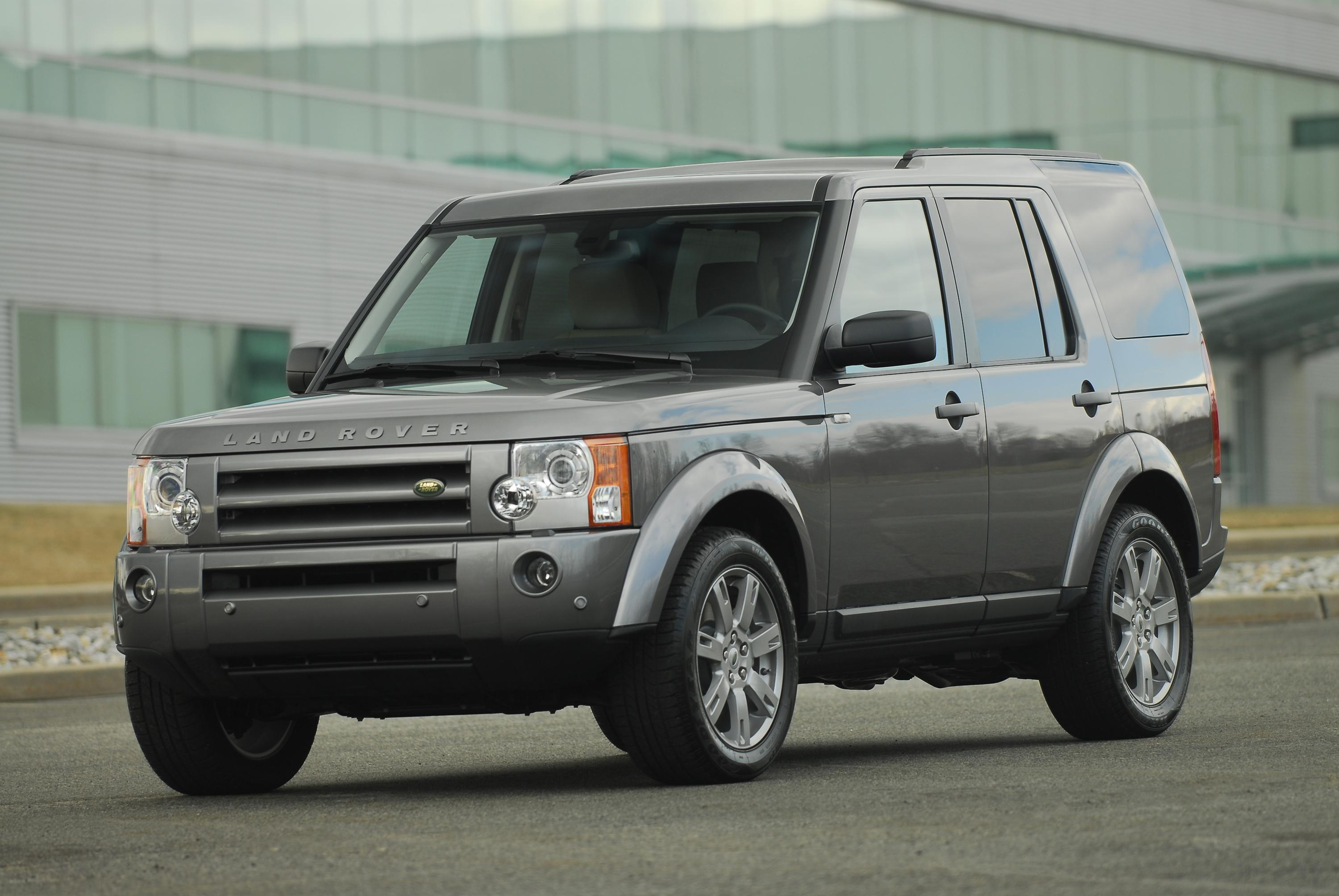 Land rover unveiled at the new york auto show the 2009 lr3 a suv that revolutionized the mid priced suv category with its impressive technology and