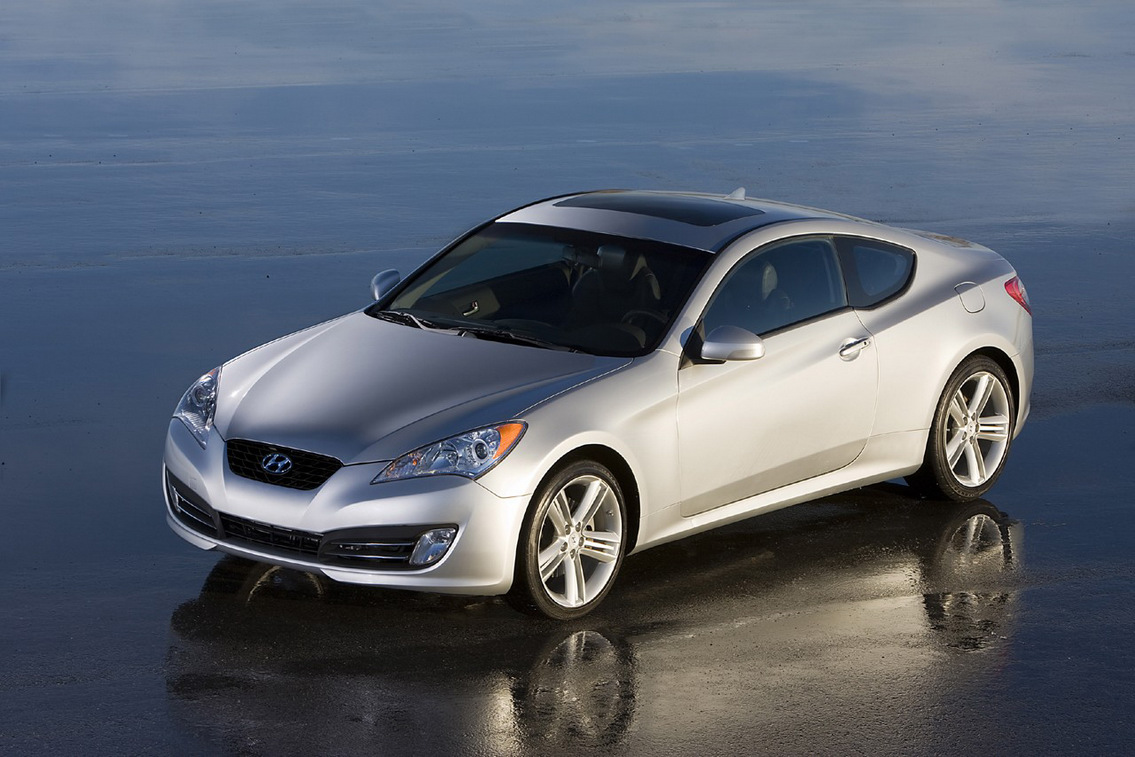 hyundai genesis rwd coupe first official images top speed. Black Bedroom Furniture Sets. Home Design Ideas