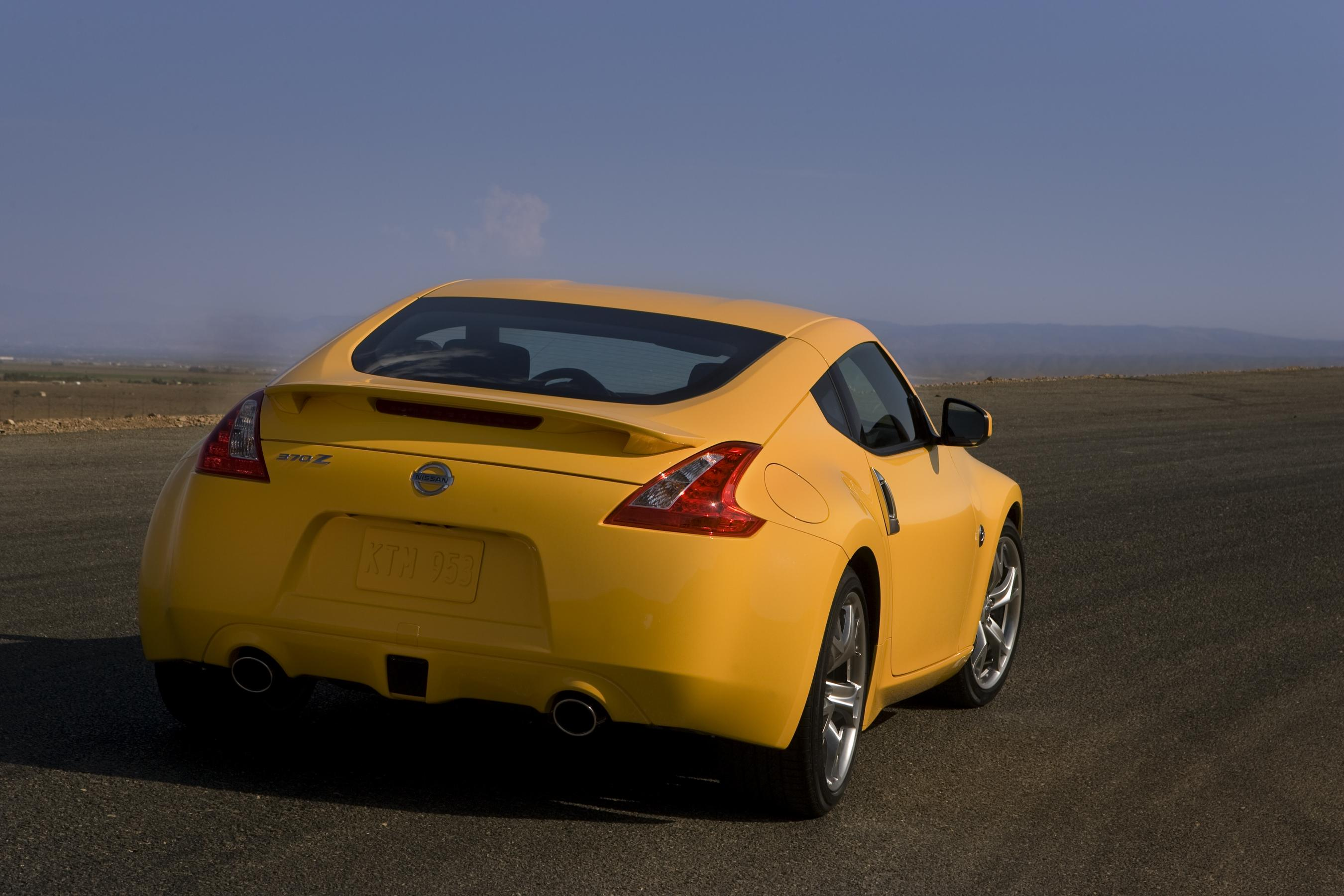 2010 nissan 370z coupe review top speed. Black Bedroom Furniture Sets. Home Design Ideas