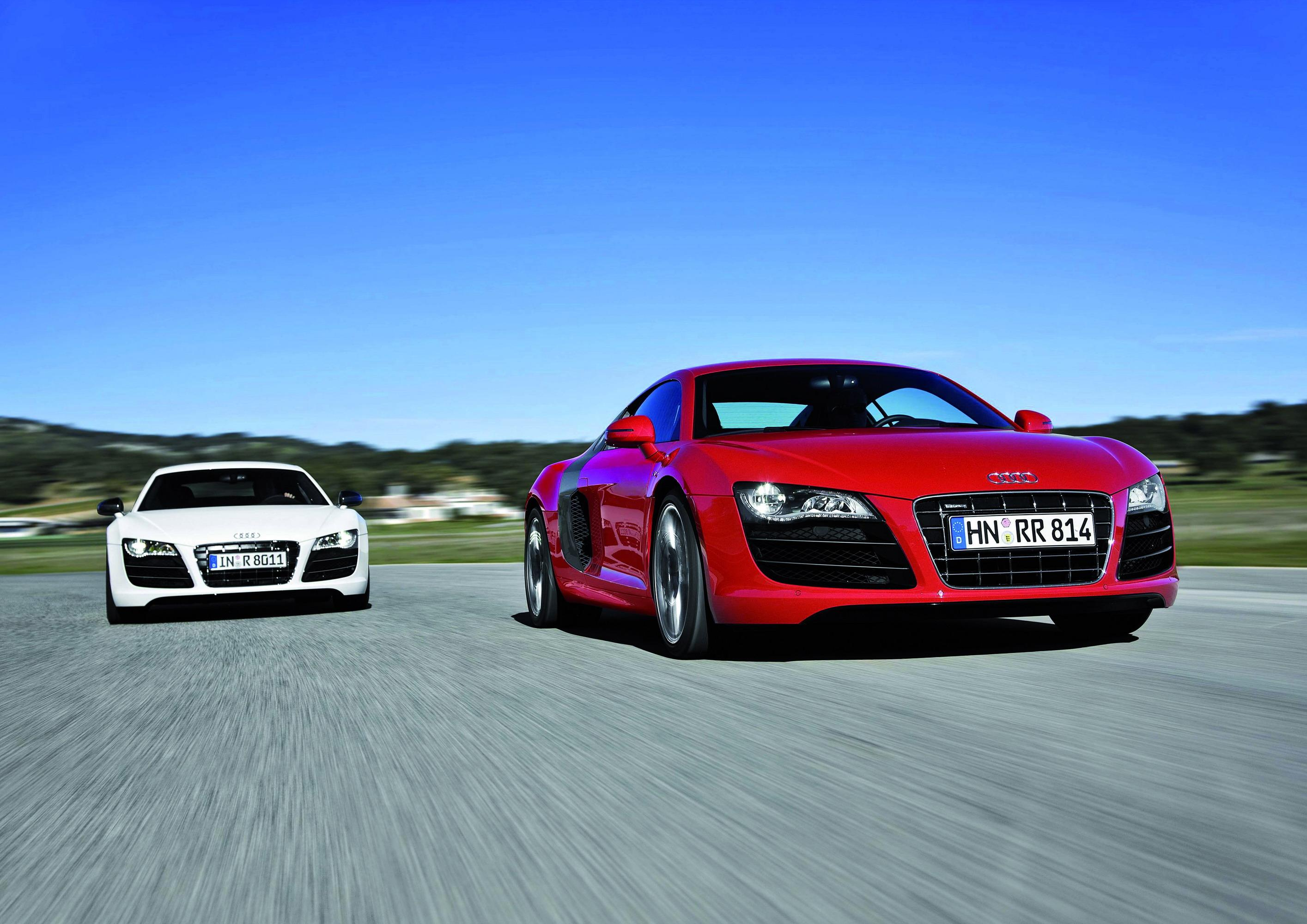 2010 Audi R8 V10 52 Fsi Top Speed Toyota Shows The Iroad A Fullyenclosed Tilting Electric Three