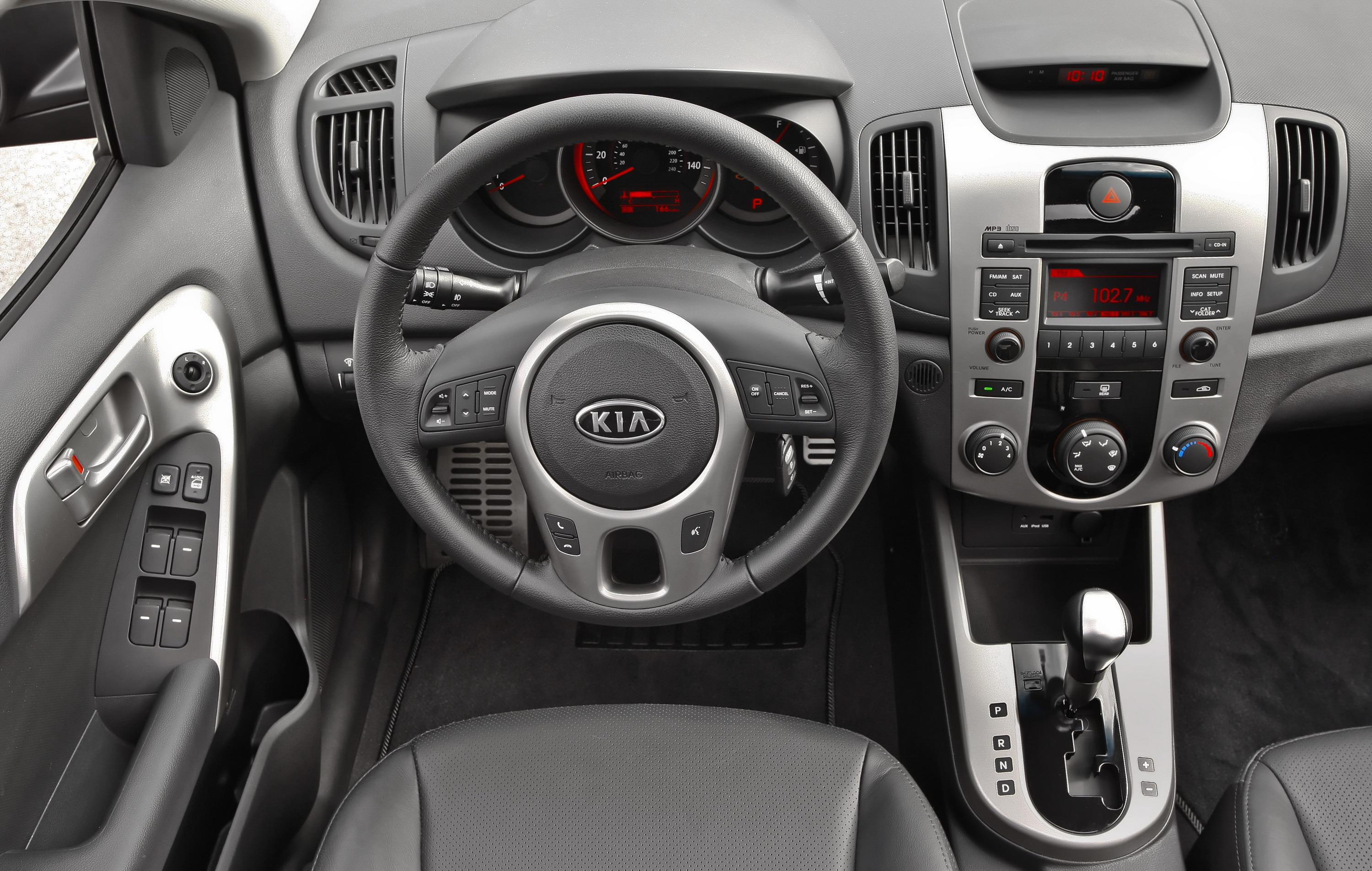 Kia Forte: Using the iPod device