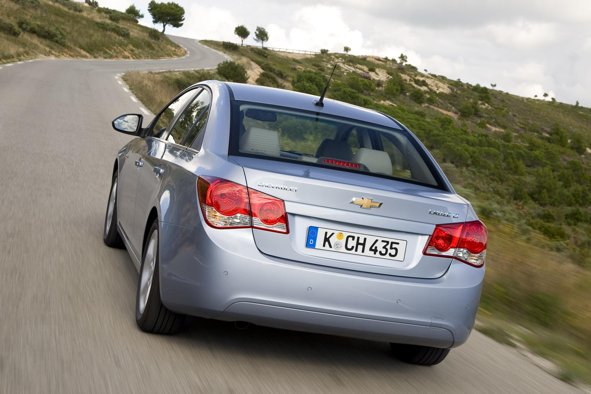 Chevrolet Cruze Repair Manual: Rear Seat Back Cushion Cover and Pad Replacement - Left Side