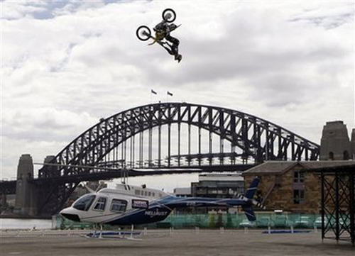 Travis Pastrana jumps his motorcycle over hovering helicopter [w/video] - image 330558