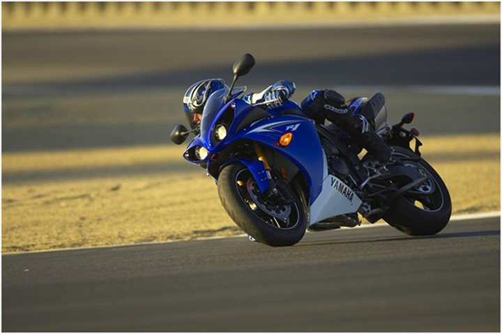 2010 yamaha yzf r1 le review top speed for Yamaha r1 top speed