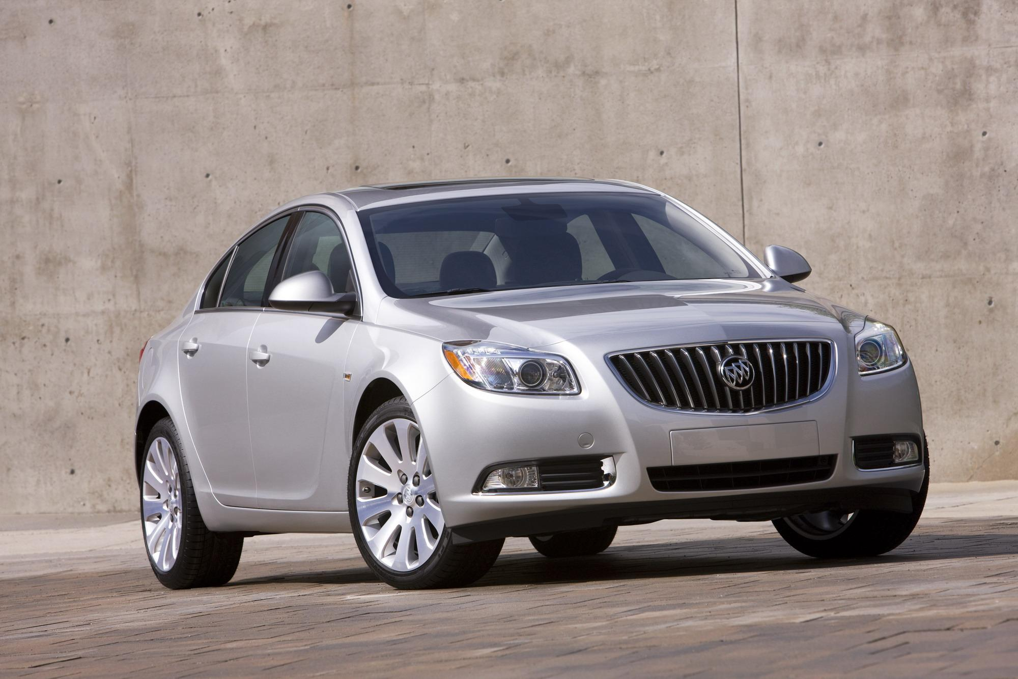 Buick Regal: Traction Control System (TCS)StabiliTrak Light