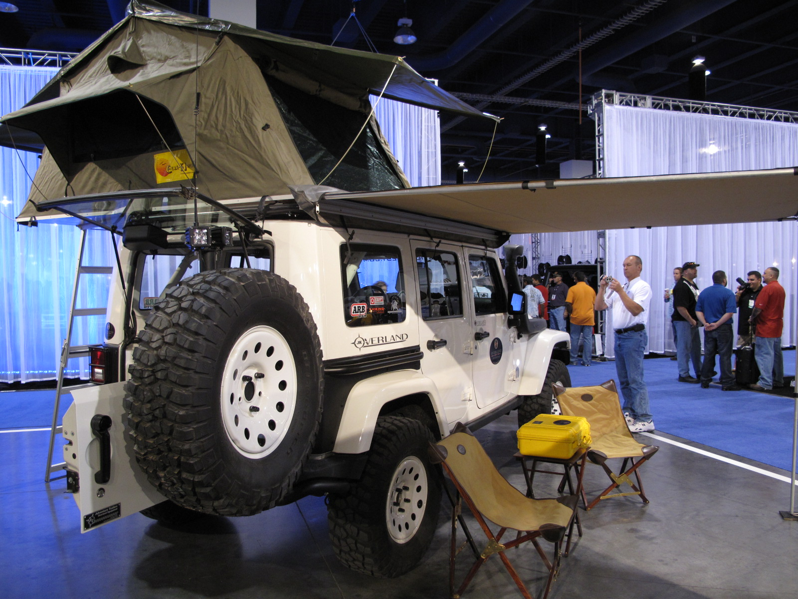 jeep wrangler overland at the 2009 sema show top speed. Black Bedroom Furniture Sets. Home Design Ideas