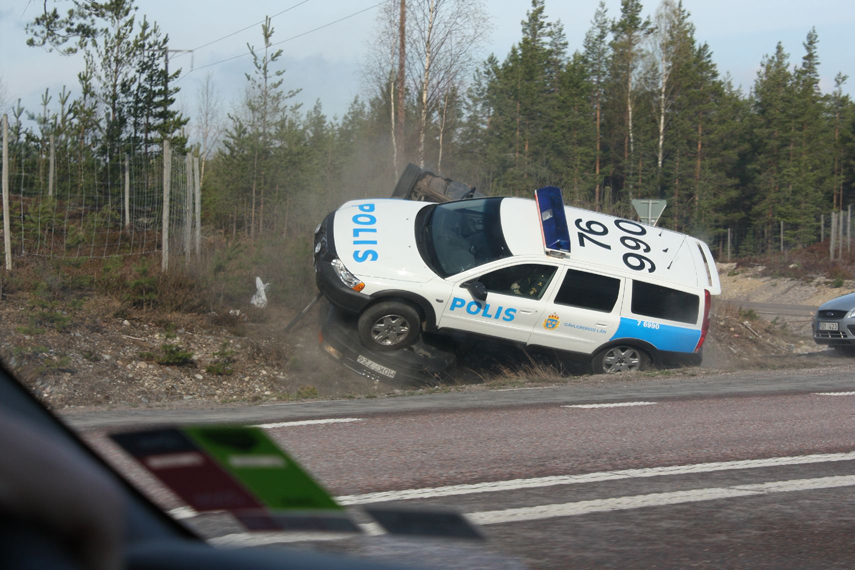 Swedish Cops In Their Volvo Wagon Trample Over Audi-fleeing Criminal News - Top Speed