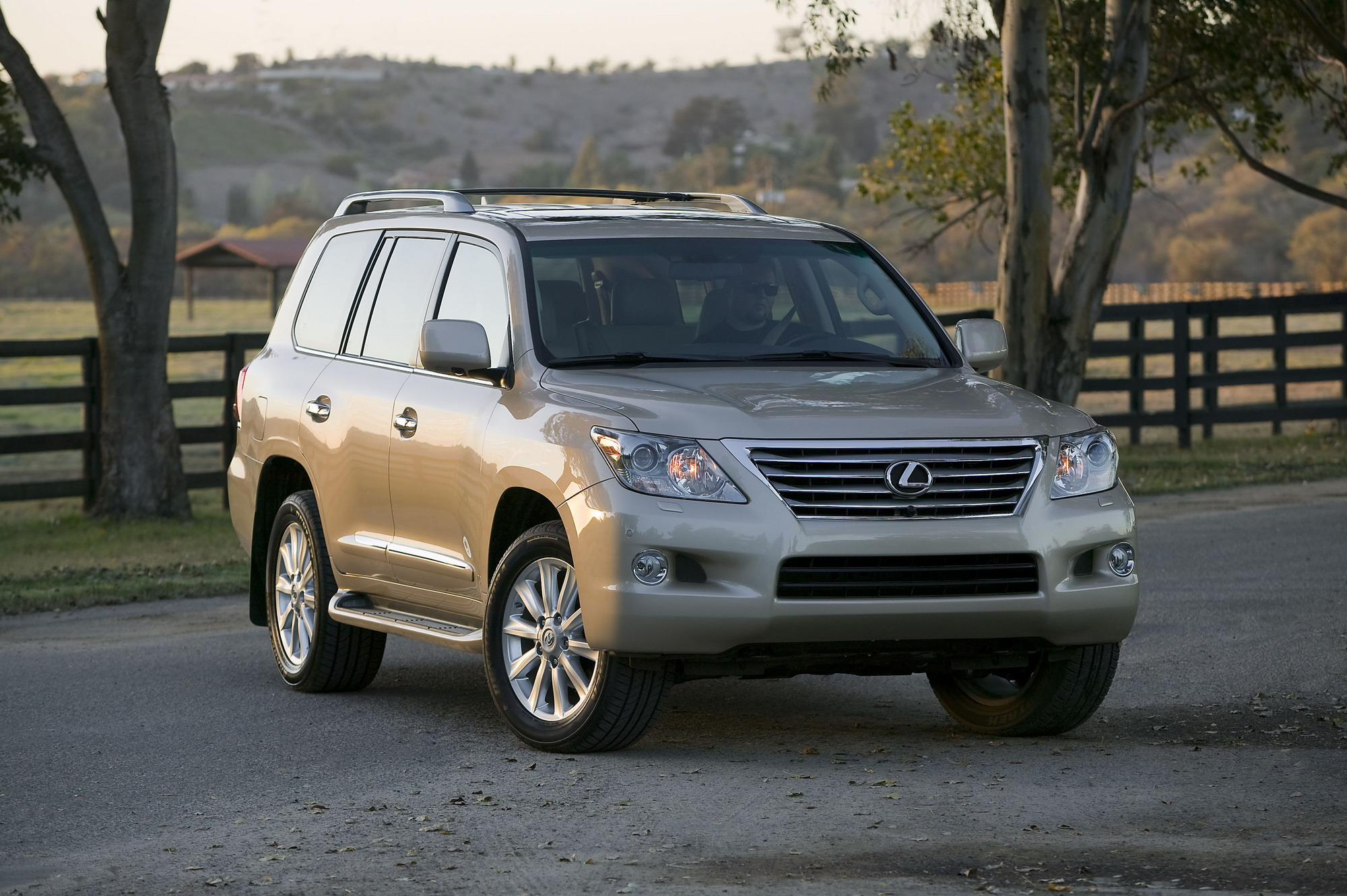 2010 lexus lx570 review top speed. Black Bedroom Furniture Sets. Home Design Ideas
