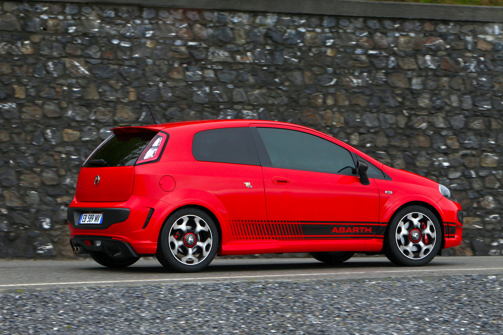 2010 abarth punto evo review top speed. Black Bedroom Furniture Sets. Home Design Ideas