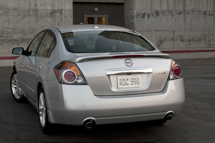 Review: 2010 Nissan Altima 3.5 SR | Top Speed
