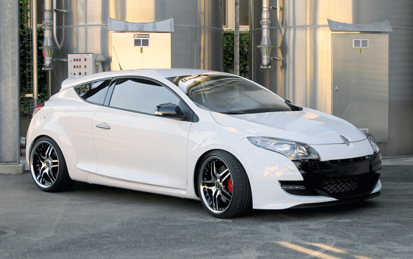renault megane rs with corniche sports wheels top speed. Black Bedroom Furniture Sets. Home Design Ideas