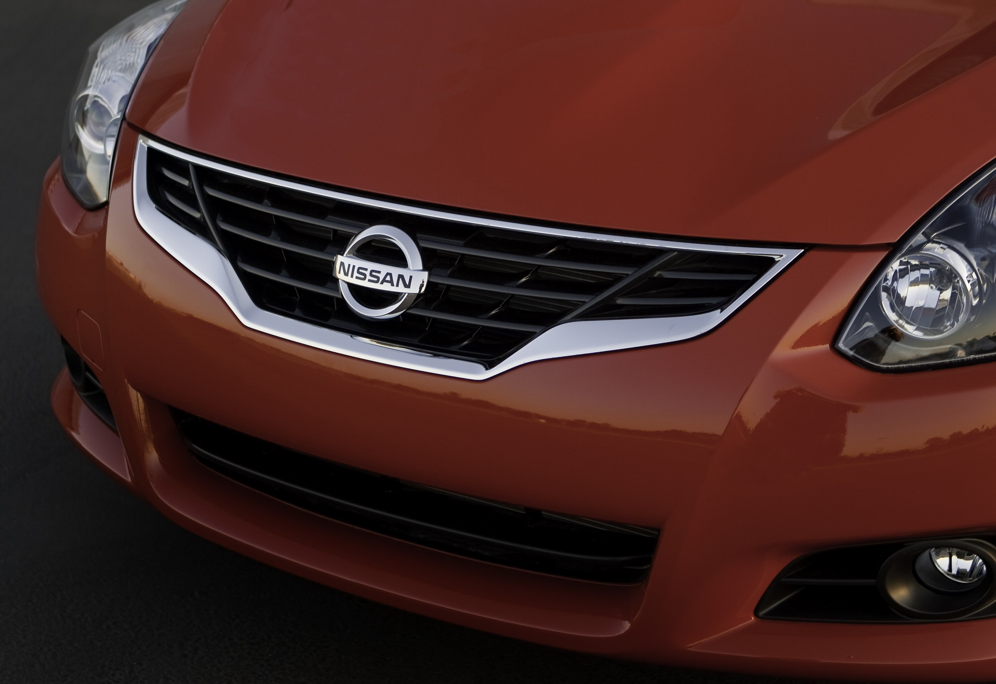 Nissan Altima: Xenon headlights (if so equipped)