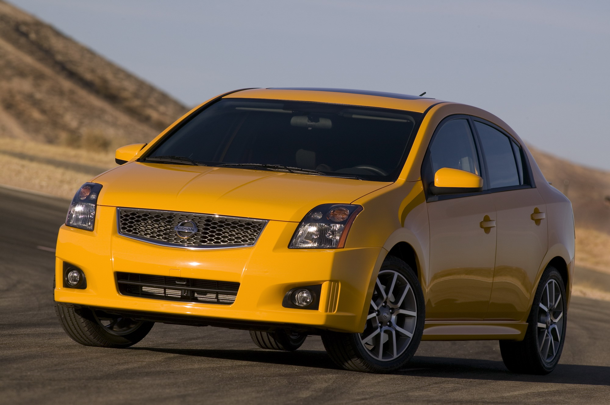 2011 nissan sentra se r review top speed. Black Bedroom Furniture Sets. Home Design Ideas