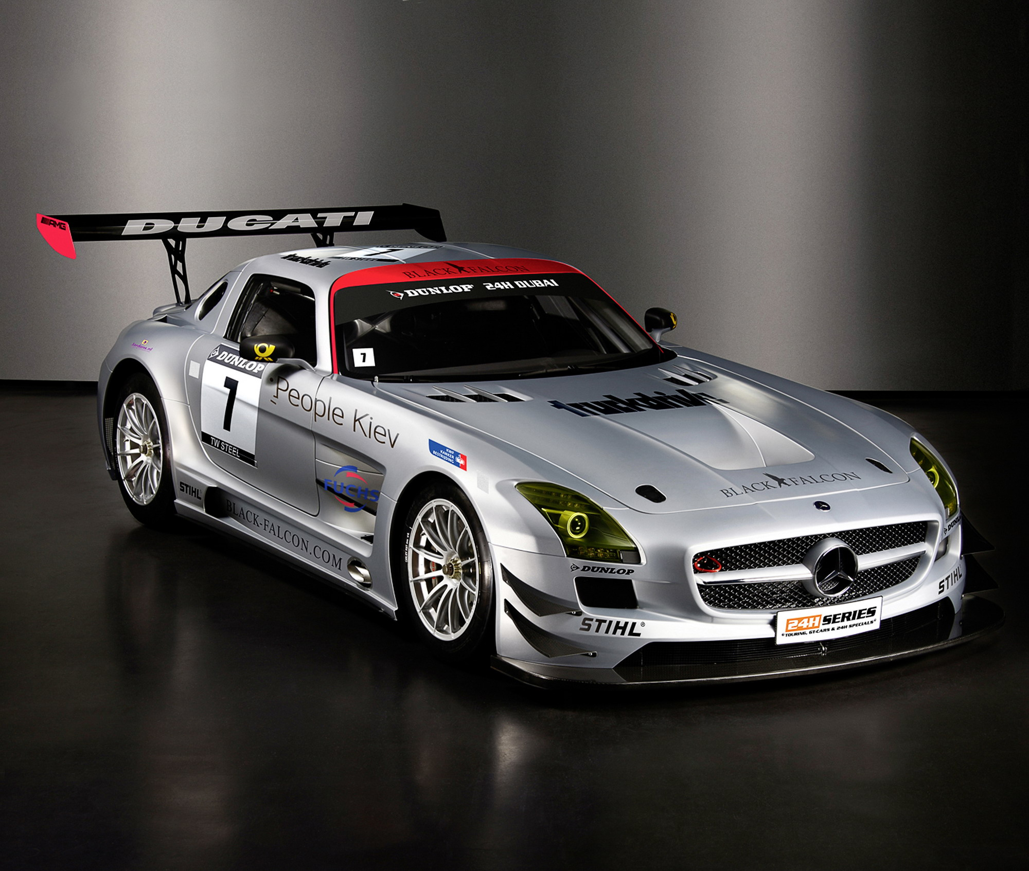 mercedes sls amg gt3 enters the 24 hour race in dubai top speed. Black Bedroom Furniture Sets. Home Design Ideas