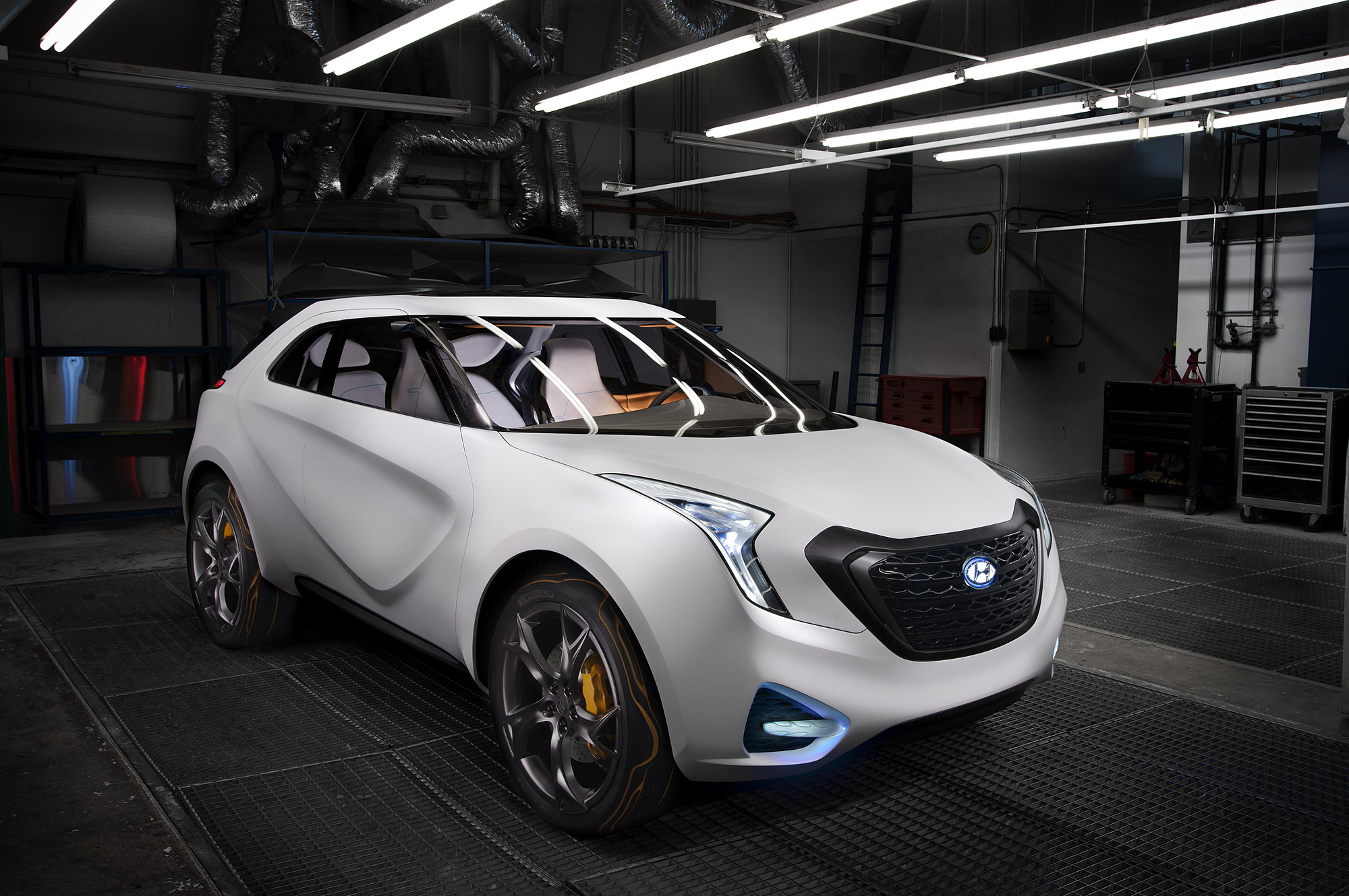 Next to the veloster sports coupe the south korean company has also brought the curb crossover concept tot he 2011 detroit auto show