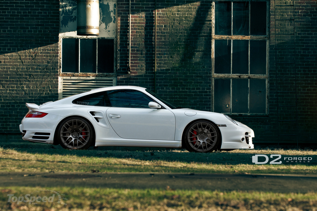 http://pictures.topspeed.com/IMG/jpg/201101/porsche-997-turbo-by-4w.jpg