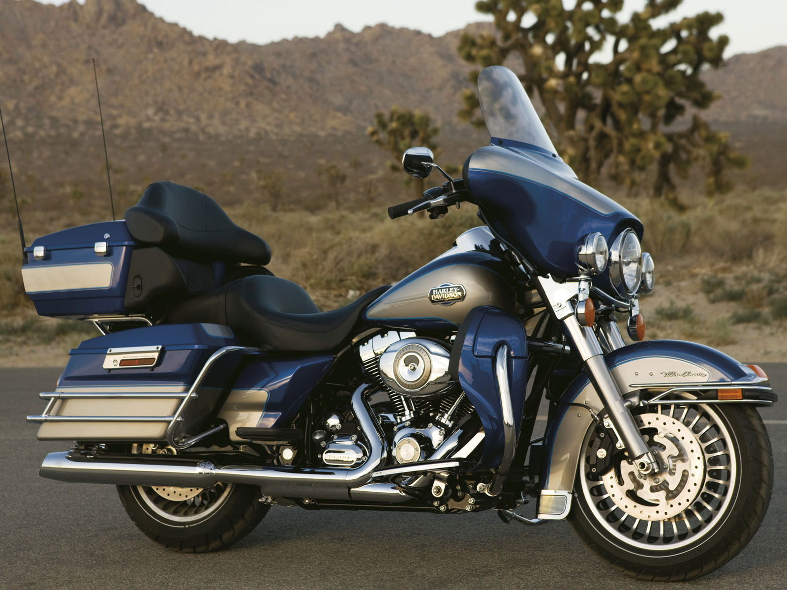 2012 harley davidson flhtcu ultra classic electra glide review top speed. Black Bedroom Furniture Sets. Home Design Ideas