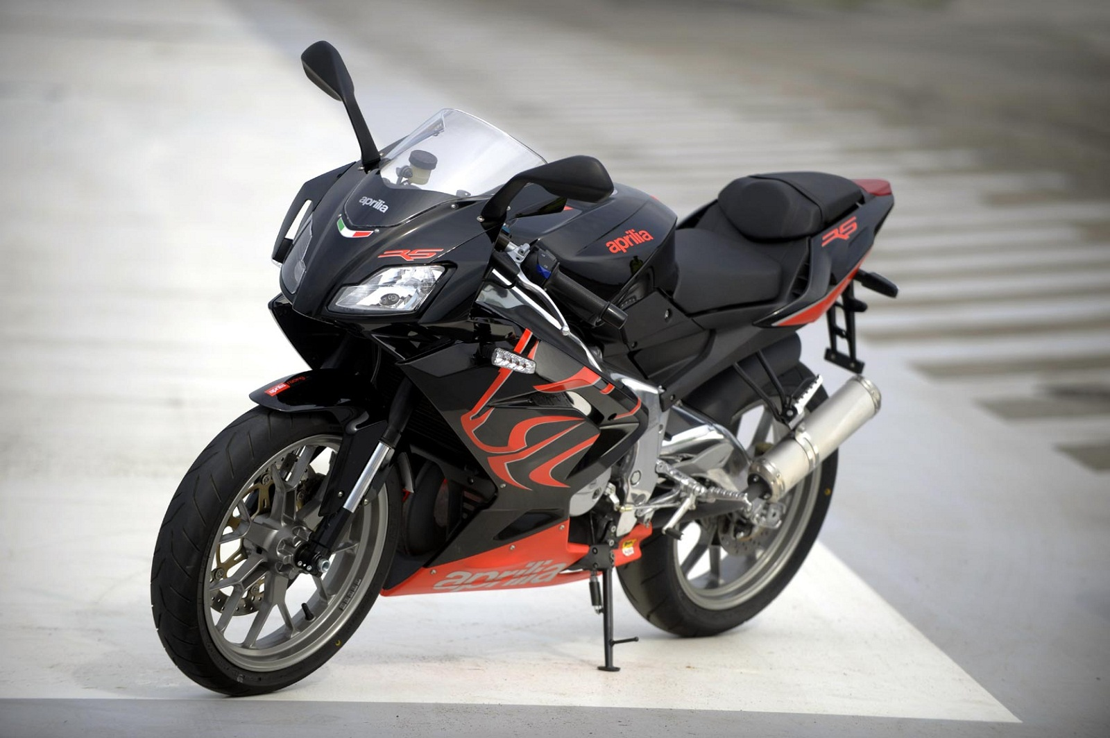 2012 aprilia rs 125 review top speed. Black Bedroom Furniture Sets. Home Design Ideas