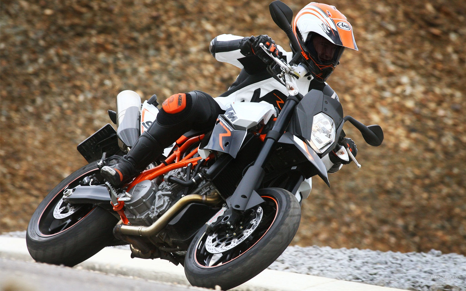 2012 KTM 990 SM T Review   Top Speed. »