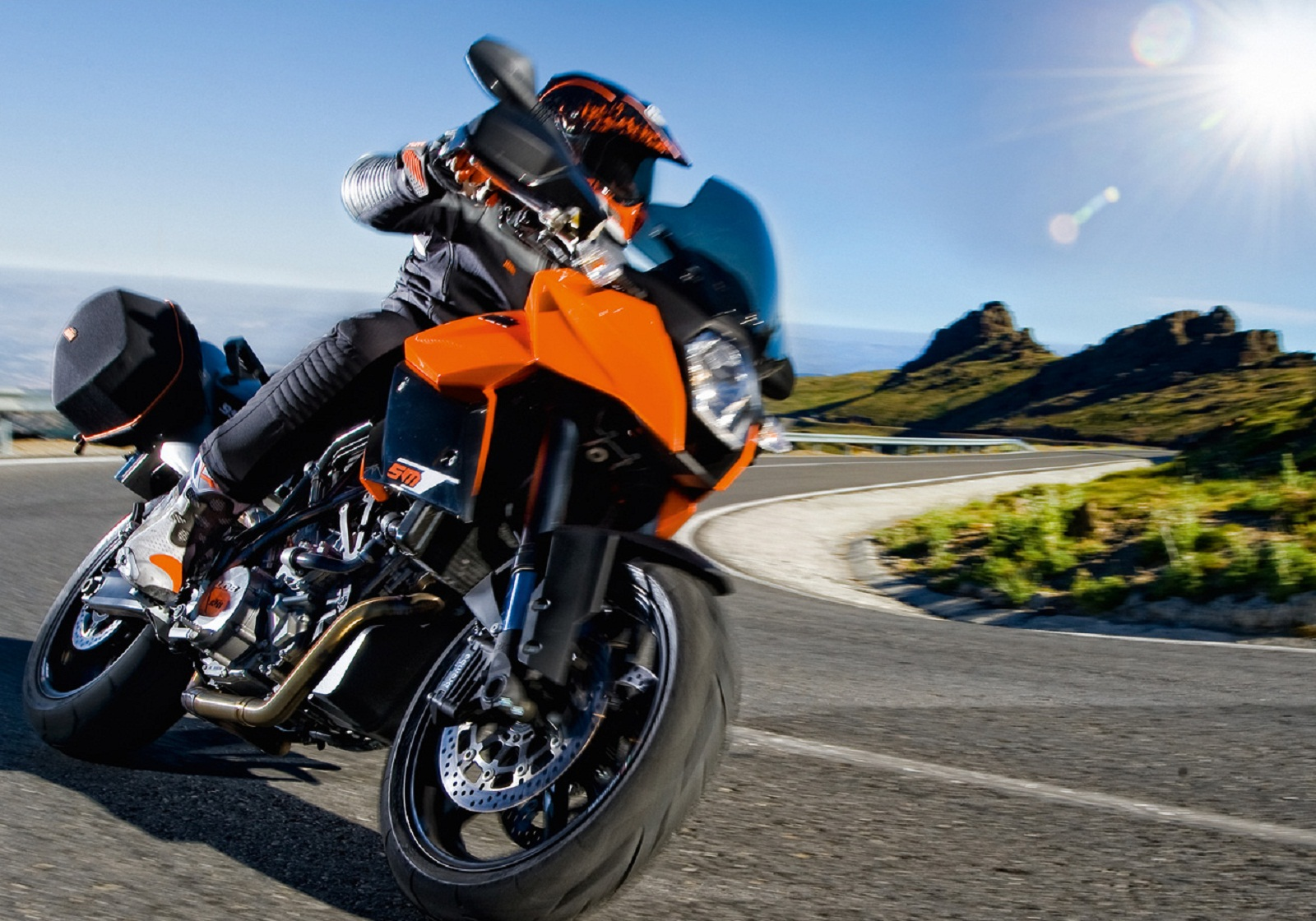 2013 KTM 990 SM R Review - Top Speed