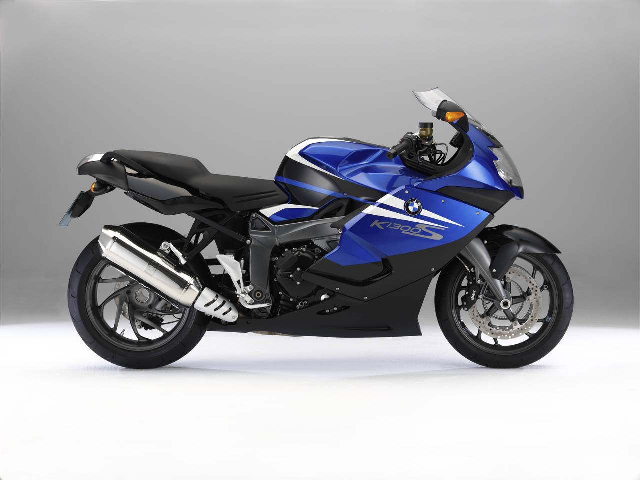 2012 bmw k1300s hp and dynamic package review top speed. Black Bedroom Furniture Sets. Home Design Ideas