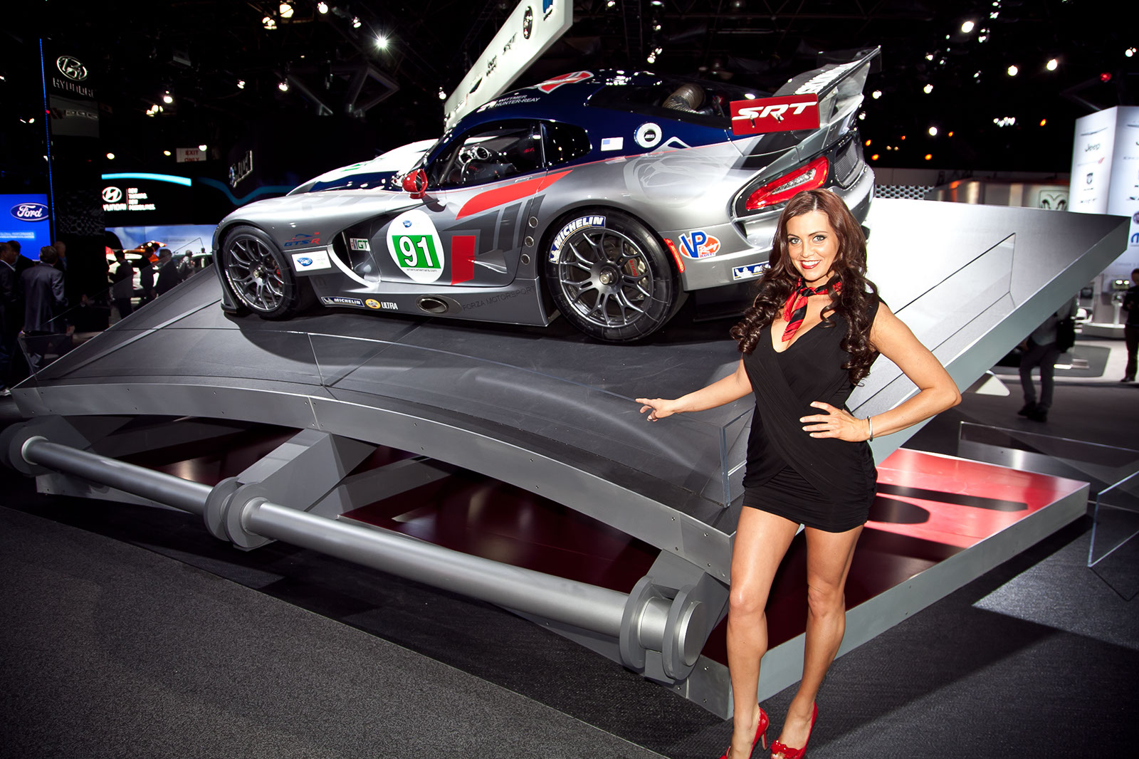 Ny Car Show >> The Girls Of The 2012 New York Auto Show Pictures Photos