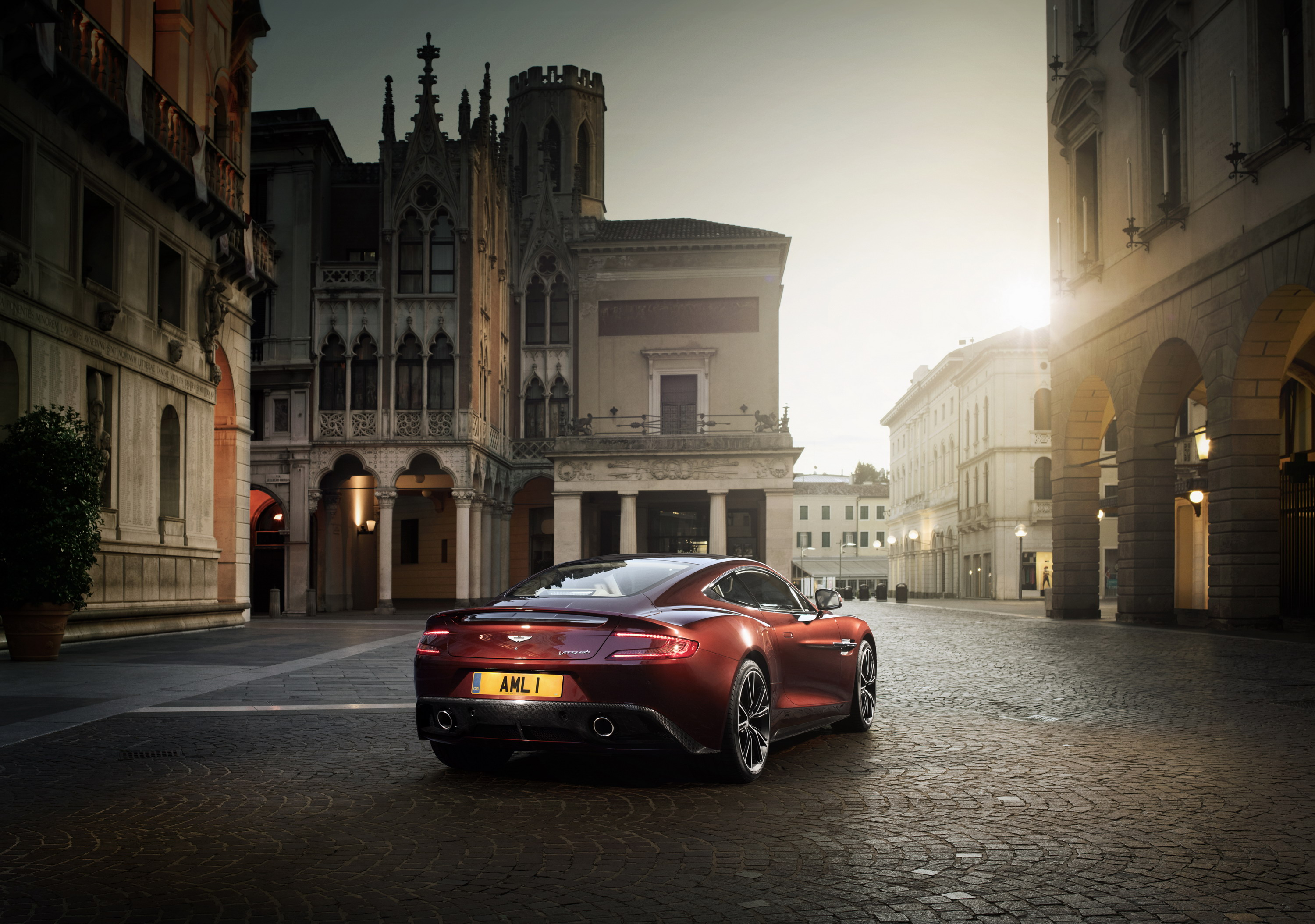 Wallpaper Of The Day 2015 Aston Martin Vanquish Pictures Photos Wallpapers Top Speed