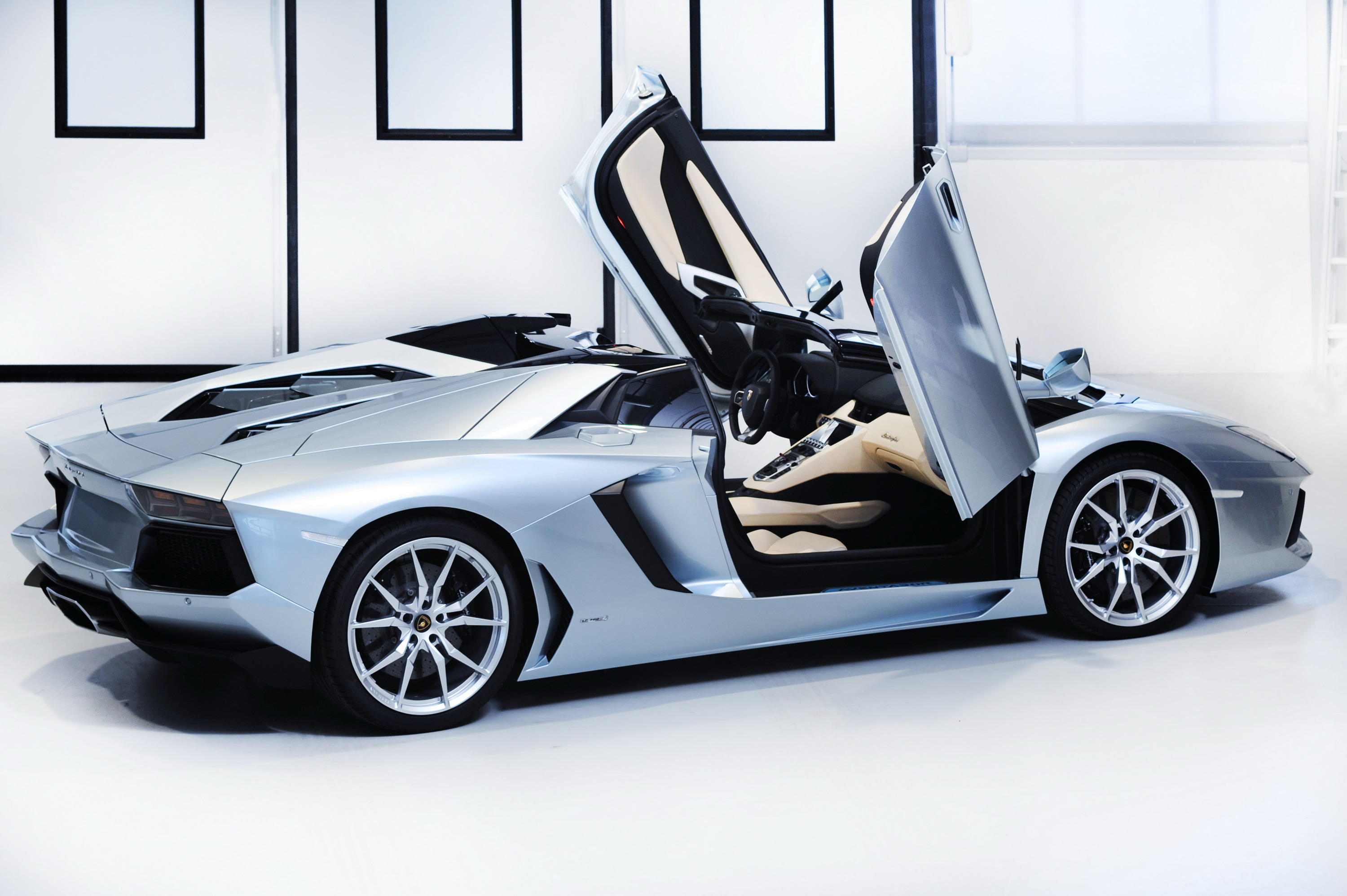 as promised today is the day that lamborghini has dropped the official details on the new aventador lp700 4 roadster the model has been described as the