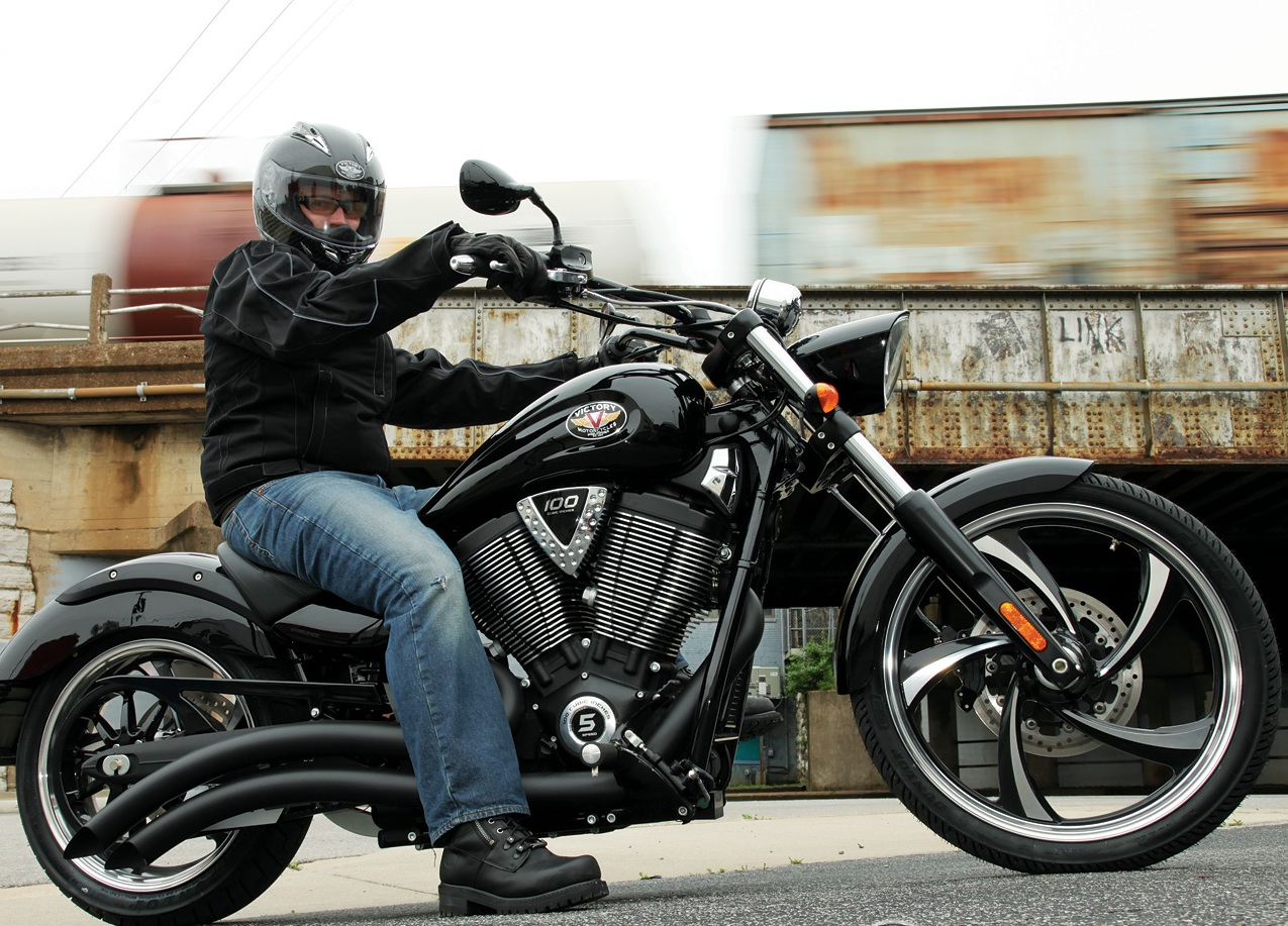 2013 Victory Hammer 8-Ball   Top Speed