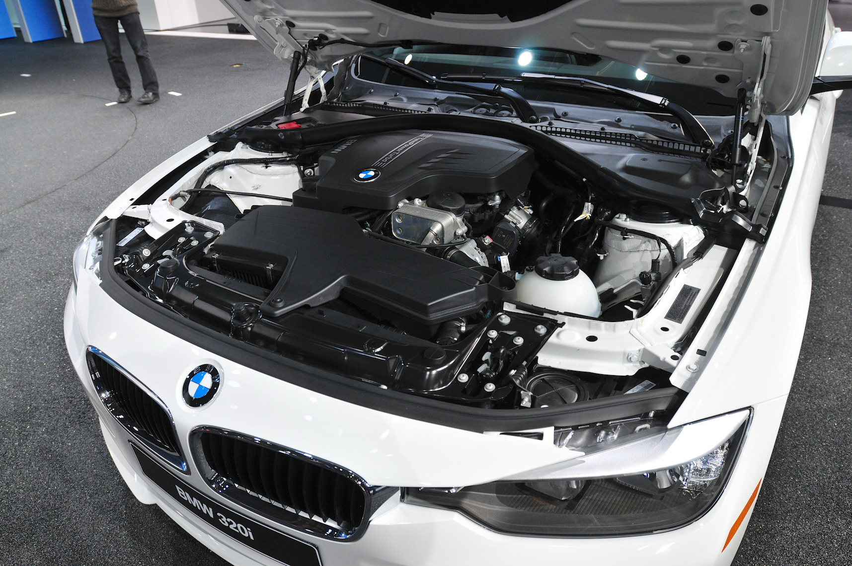BMW I Sedan Review Top Speed - Bmw 320 engine